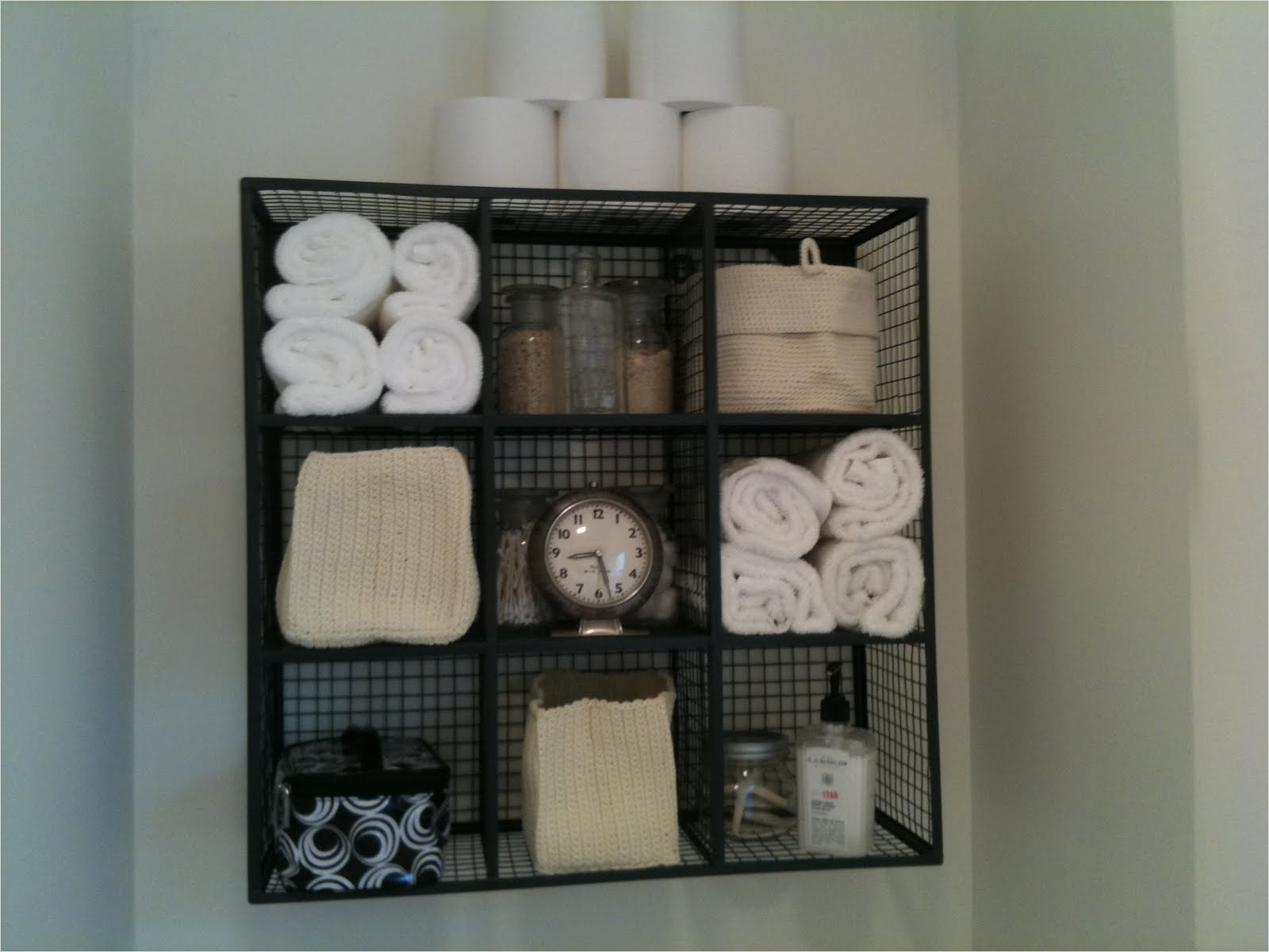 36 Awesome Bathroom Rowel Storage Ideas 52
