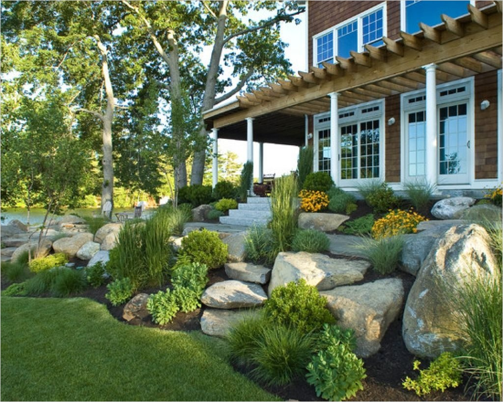 35 Perfect Front Yard Landscaping Ideas with Rocks 71