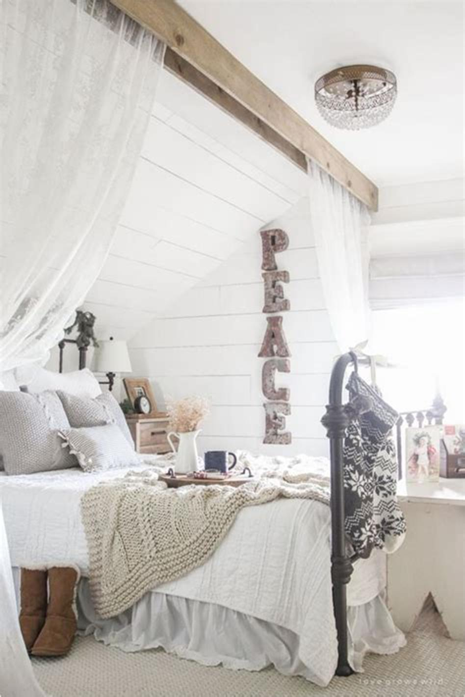 48 Stunning Farmhouse Master Bedroom Design Ideas 2019 15