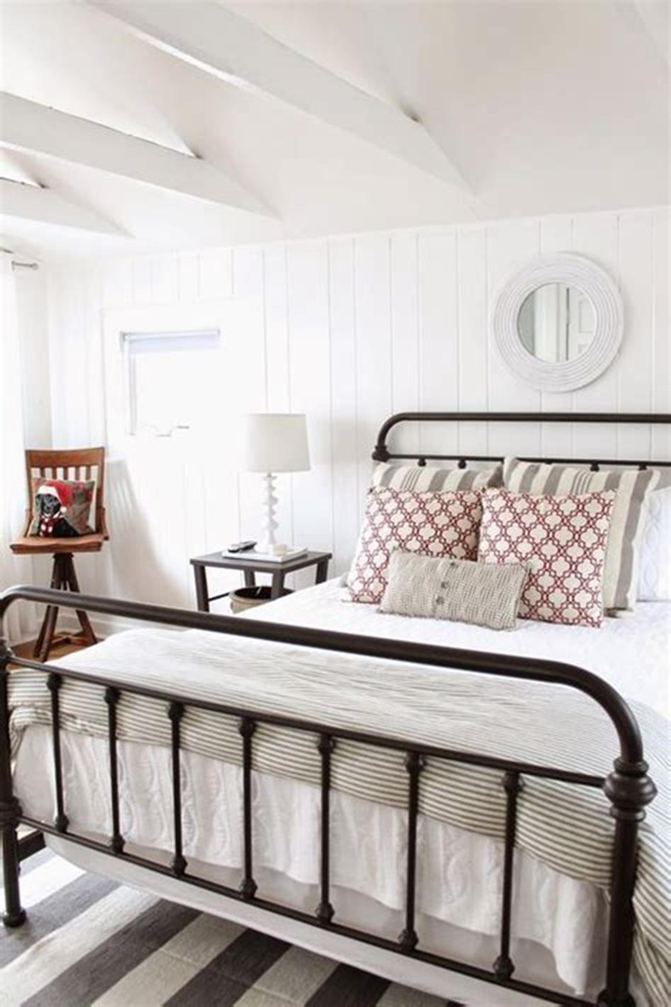 48 Stunning Farmhouse Master Bedroom Design Ideas 2019 50
