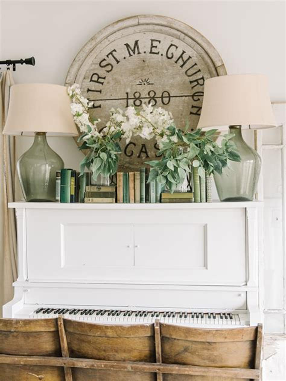 37 Beautiful Farmhouse Spring Decorating Ideas On a Budget for 2019 49