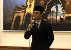 Mahasiswa KUIS Malaysia berpidato Bahasa Arab setelah Workshop Bahasa Arab di ISID Gontor