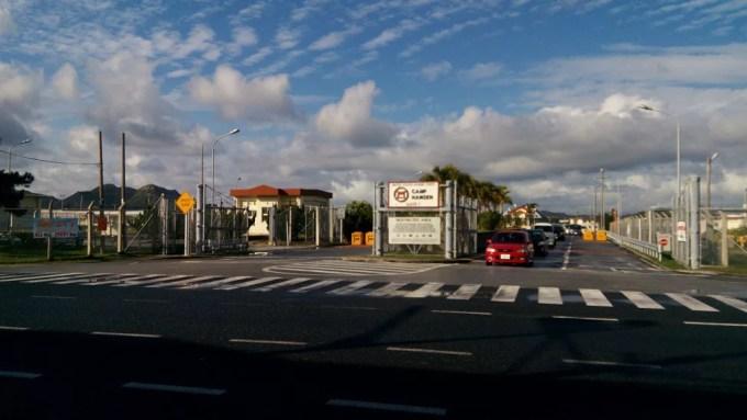 タコライスの本場‼金武町のGate1の前の米軍基地キャンプハンセンのゲート写真