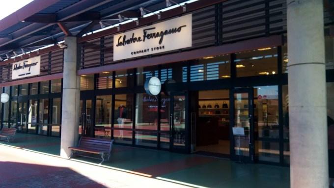 アウトレットモールあしびなーのフェラガモ店