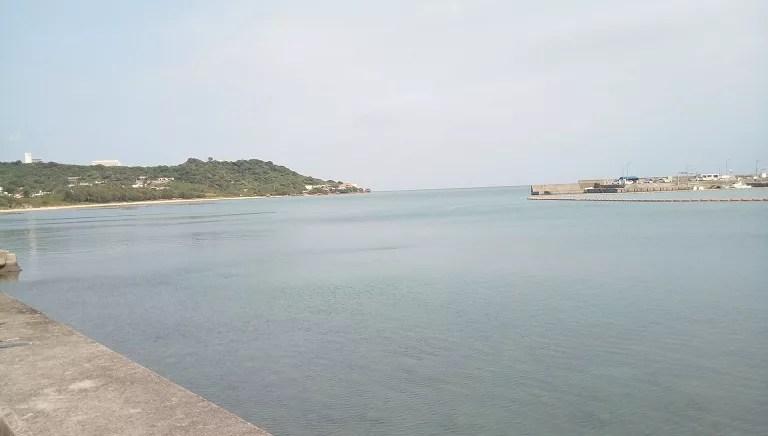 くんなとぅの目の前に広がるきれいな沖縄の海