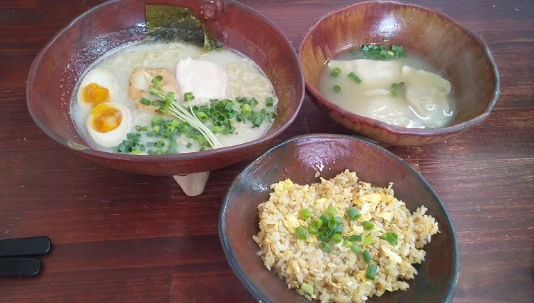Paitan ramen, water dumplings, fried rice A set