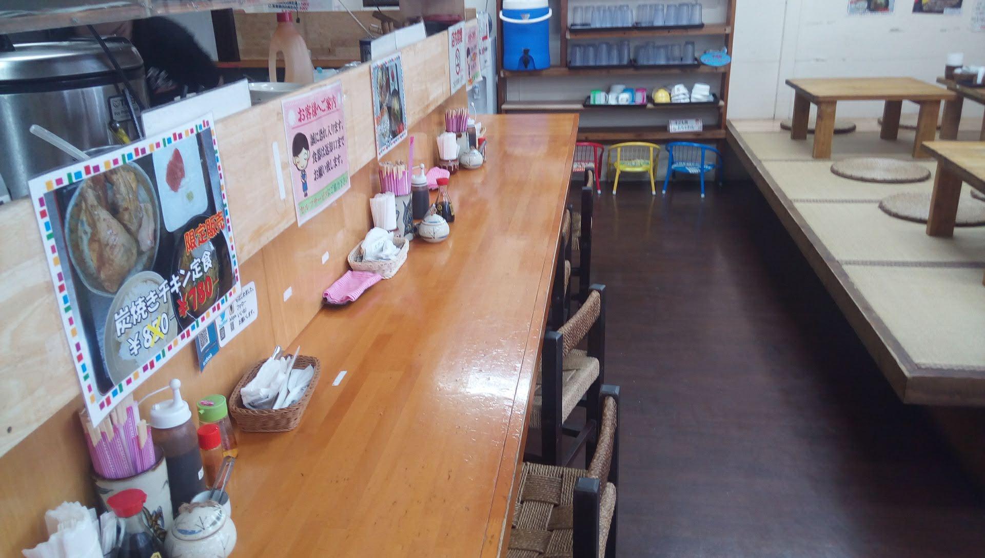 やちむん食堂の店内写真 1