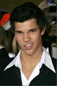 Taylor Lautner, Collar