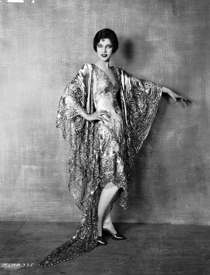 1920s-women-fashion-26-5710d242afa92__700