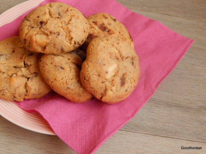 bakery-chocolate-chip-macademia-cookie-2
