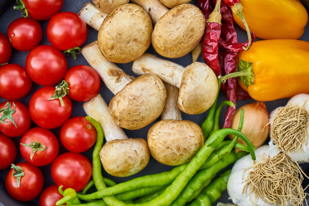 picture of vegetables - mushrooms, green beans, tomatoes peppers and more