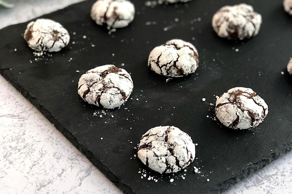 Gluten-Free Chocolate Crinkle Cookies - header