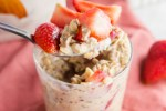 Simple Strawberry Overnight Oats header (1)