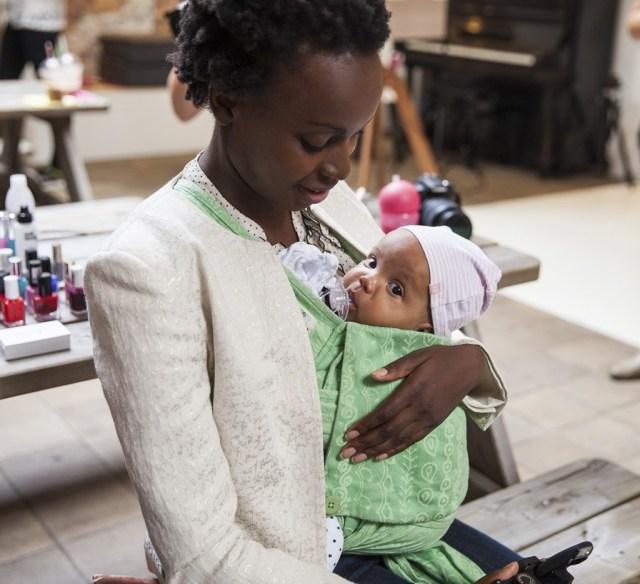Mommy wars Tag- Dragen of Kinderwagen-voordelen van een draagdoek-GoodGirlsCompany-voordelen draagdoek-nadelen kinderwagen