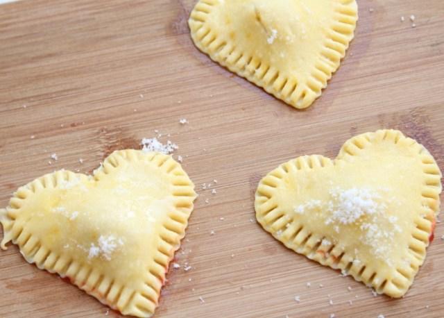 recpeten- recepten voor Valentijnsdag-GoodGirlsCompany-mini bladerdeeg hartjes