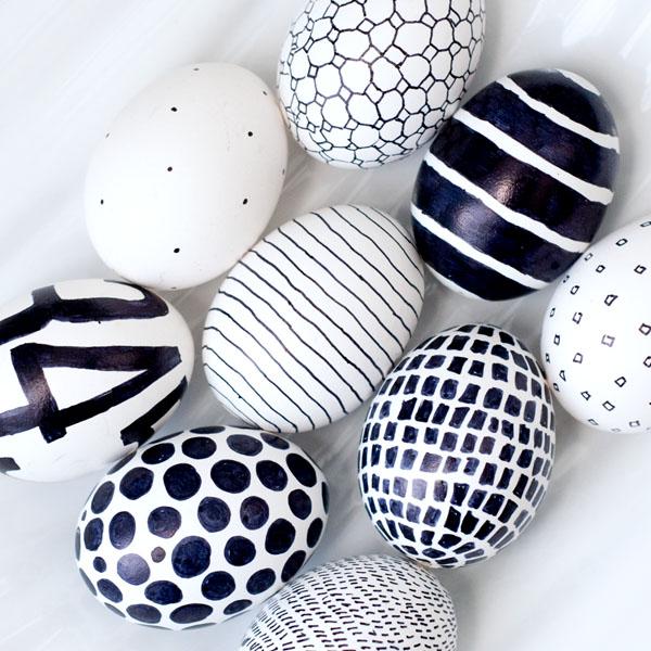 Monochrome easter eggs-paaseieren versieren-GoodGirlsCompany-decorating easter eggs