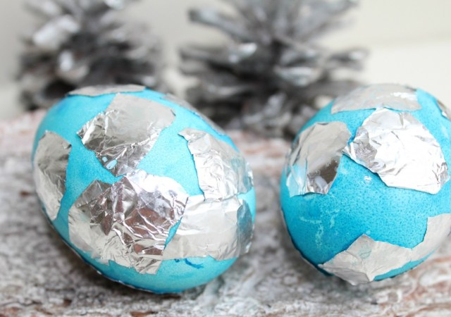 Paaseieren versieren met aluminium folie-GoodgirlsCompany-decorating easter eggs