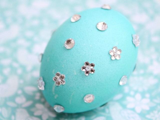 Paaseieren versieren met glitters-GoodGirlsCompany-decorating easter eggs-bling bling paaseieren