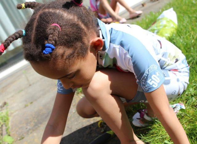 UV-werende kleding of zonnebrandmelk wat beschermt beter-GoodGirlsCompany-je kind tegen de son beschermen