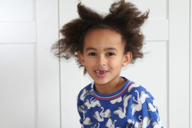 mijn kind wordt gepest om haar huidskleur-invloed van pesten-stop pesten-GoodGirlsCompany
