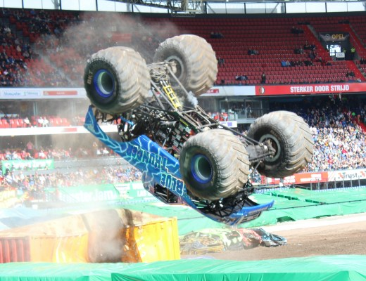 Monster Jam 2016-GoodGirlsCompany-Blue Thunder