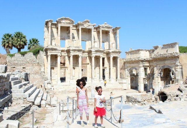 Met kinderen cultuur spotten in Efeze