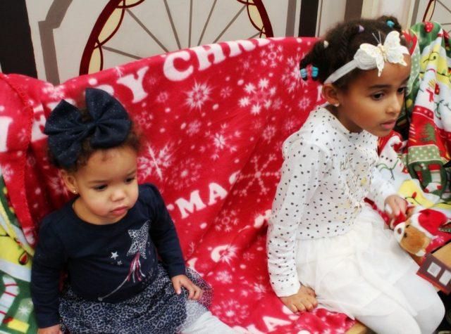 Kerstkleding-van-Zeeman-twinnen-zusjes-feestkleding-GoodGirlsCompany-feetkleding-voor-meisjes