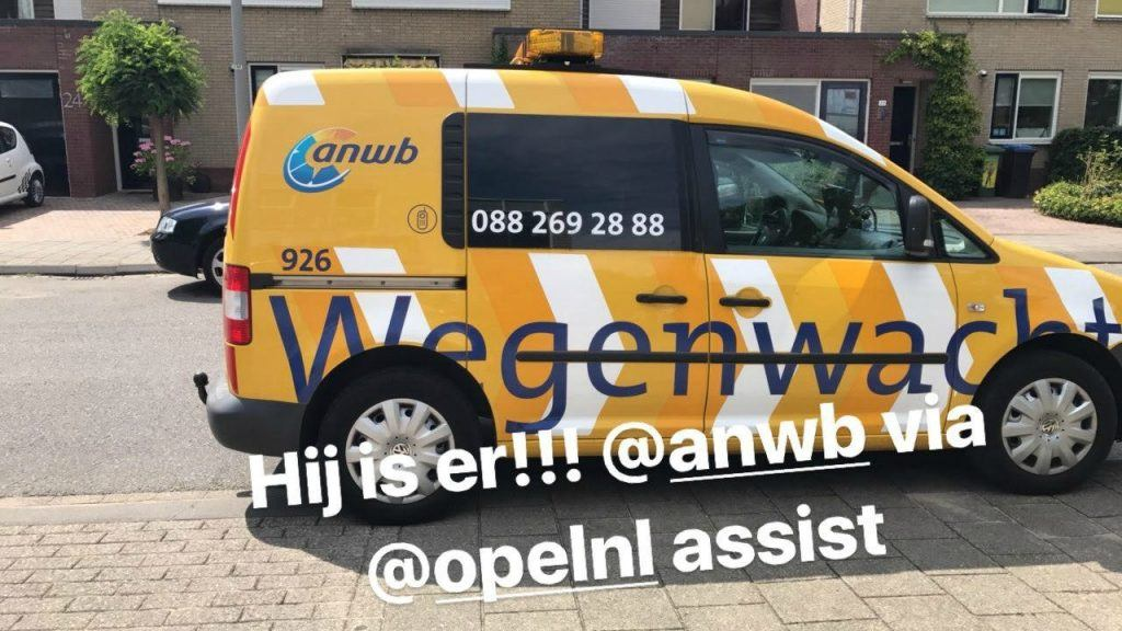 Met_pech_langs_de_weg_Opel_car_assistance_GoodGirlsCompany