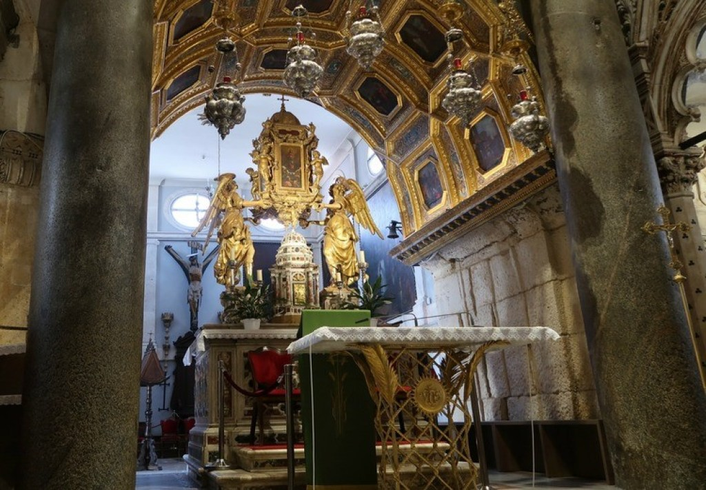 kathedraal van Sint Domnius-GoodGirlsCompany