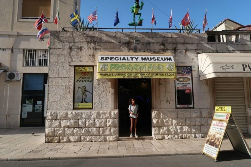 specialty-museum-Froggyland-Split-ervaringen-GoodGirlsCompany