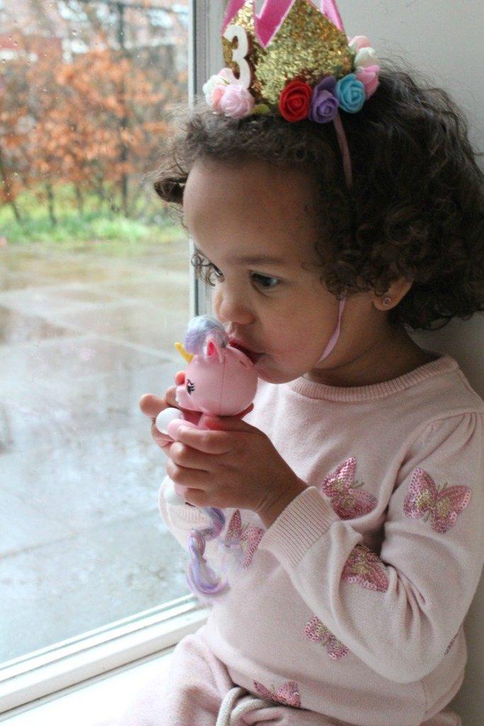 WowWee Fingerlings Baby unicorn Gemma
