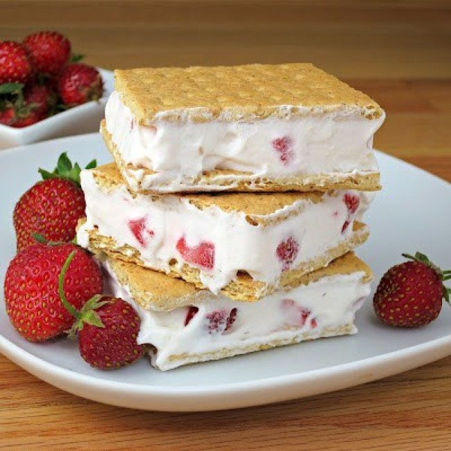 aardbeien sandwiches met cream