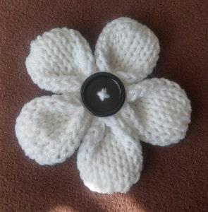 FREE Pattern ♥ Knit 5 Petal Loom Flower By: http://www.goodknitkisses.com