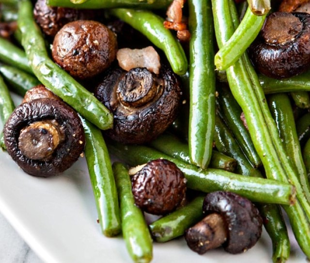 Garlic Bacon Sauteed Green Beans With Roasted Mushrooms Make A Great Thanksgiving Side Dish Loaded