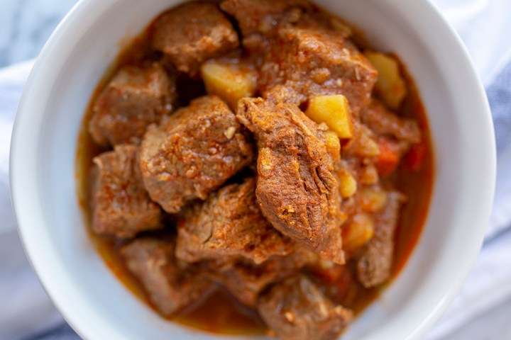 the best hungarian goulash recipe, easy recipe, how to make hungarian goulash, goulash, simple and easy recipe, affordable, instant pot, slow cooker, freezer meal,