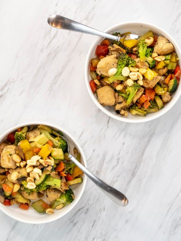 Chicken stir fry with vegetables and peanuts