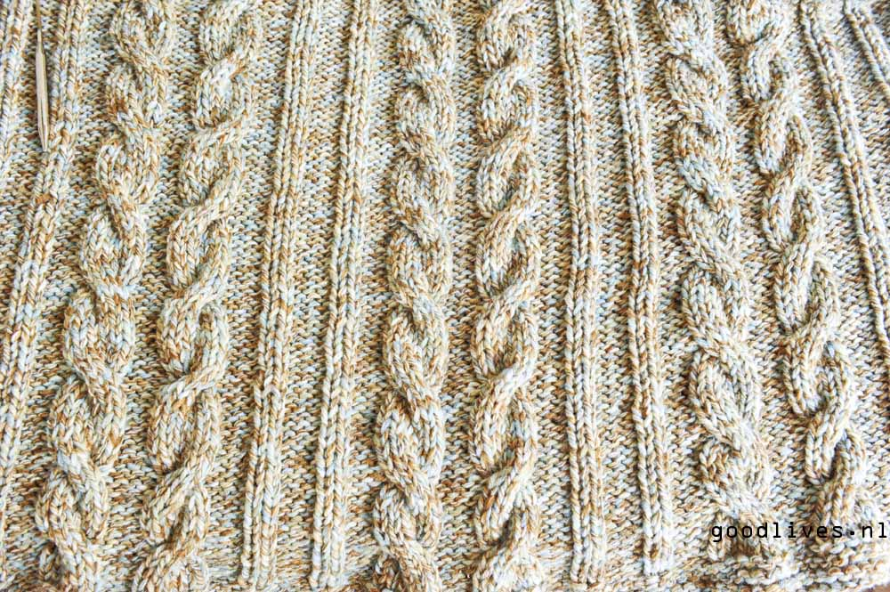 close-up knitted cable plaid on Goodlives.nl