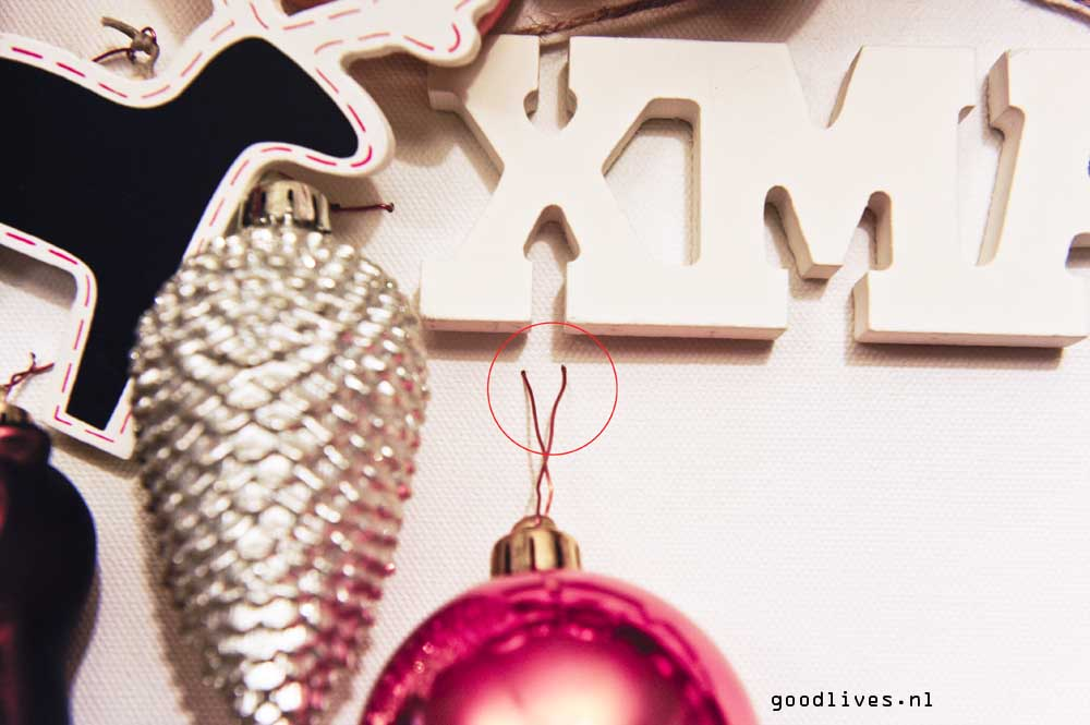 Alternative Christmas tree on canvas, example how to fix the decoration, Goodlives.nl