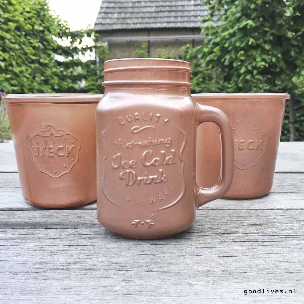 Painted jars outside, DIY on Goodlives.nl