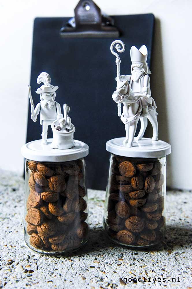 Pepernoten potten DIY met Sint en Piet op goodlives.nl