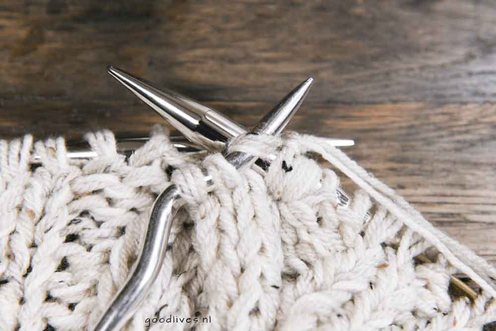 Knitting cables, knitting the stitches which are on the cable needle