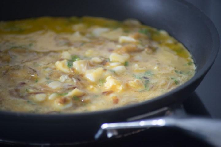 omelett med løk og klippfisk-4