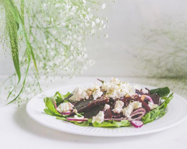 salat med balsamicomarinert rødbeter