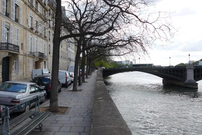 Ile saint louis - The quai de Bethune towards east