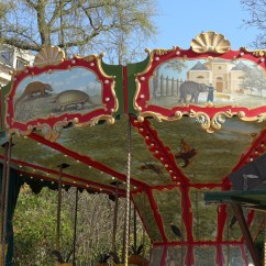 The merry-go-round Dodo Manège