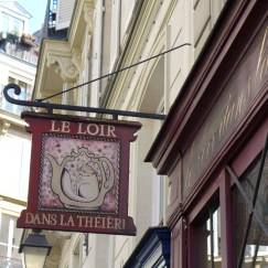 Paris Rue des Rosiers - Le loir dans la théière