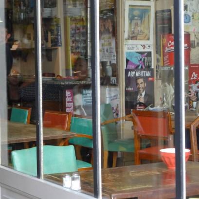 Paris-rue des Rosiers-inside Le loir dans la theiere