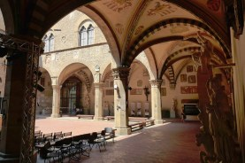 Florence-the Bargello-the yard