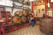 Marche Aligre Paris-Bar a vins Baron Rouge