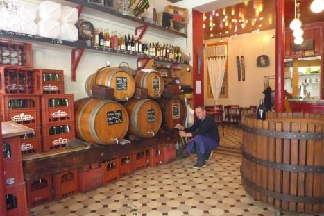 Marche Aligre Paris-Bar a vins Baron Rouge